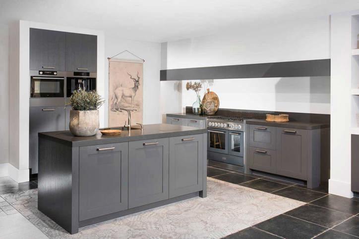 Ultra Moderne Keukens : Luxe keukens. vanaf 15.000 euro. ook maatwerk mogelijk. adee