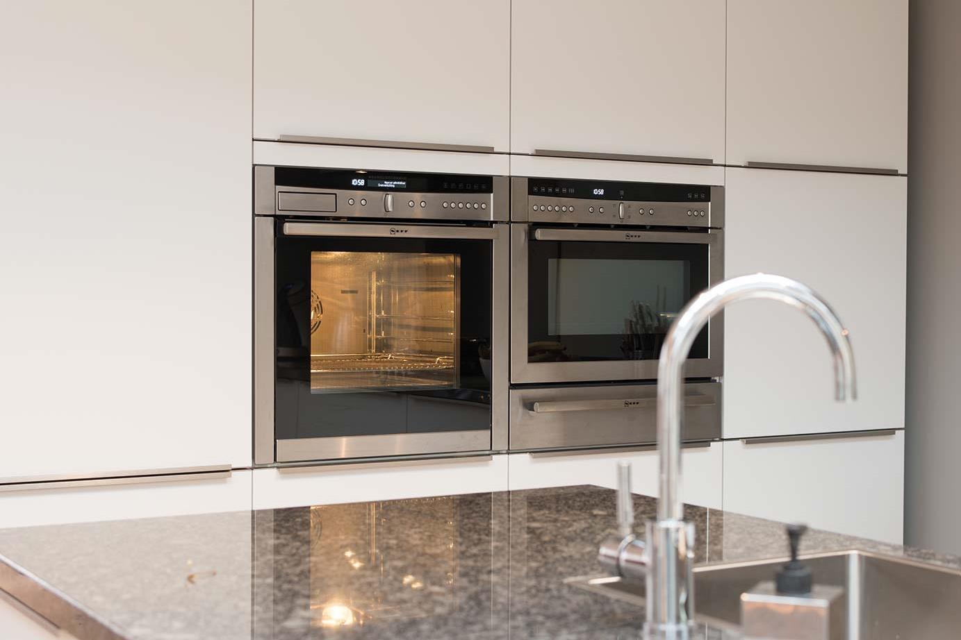 Witte Keuken Sfeer : Witte keukens in elke stijl budget en opstelling adee