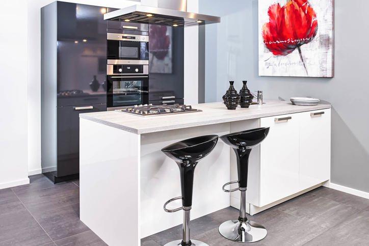 Zwarte keukens in elke stijl budget en opstelling adee - Open keuken met kookeiland ...