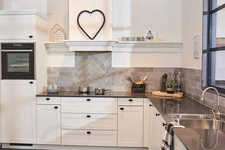 Witte keukens in elke stijl, budget en opstelling   adee