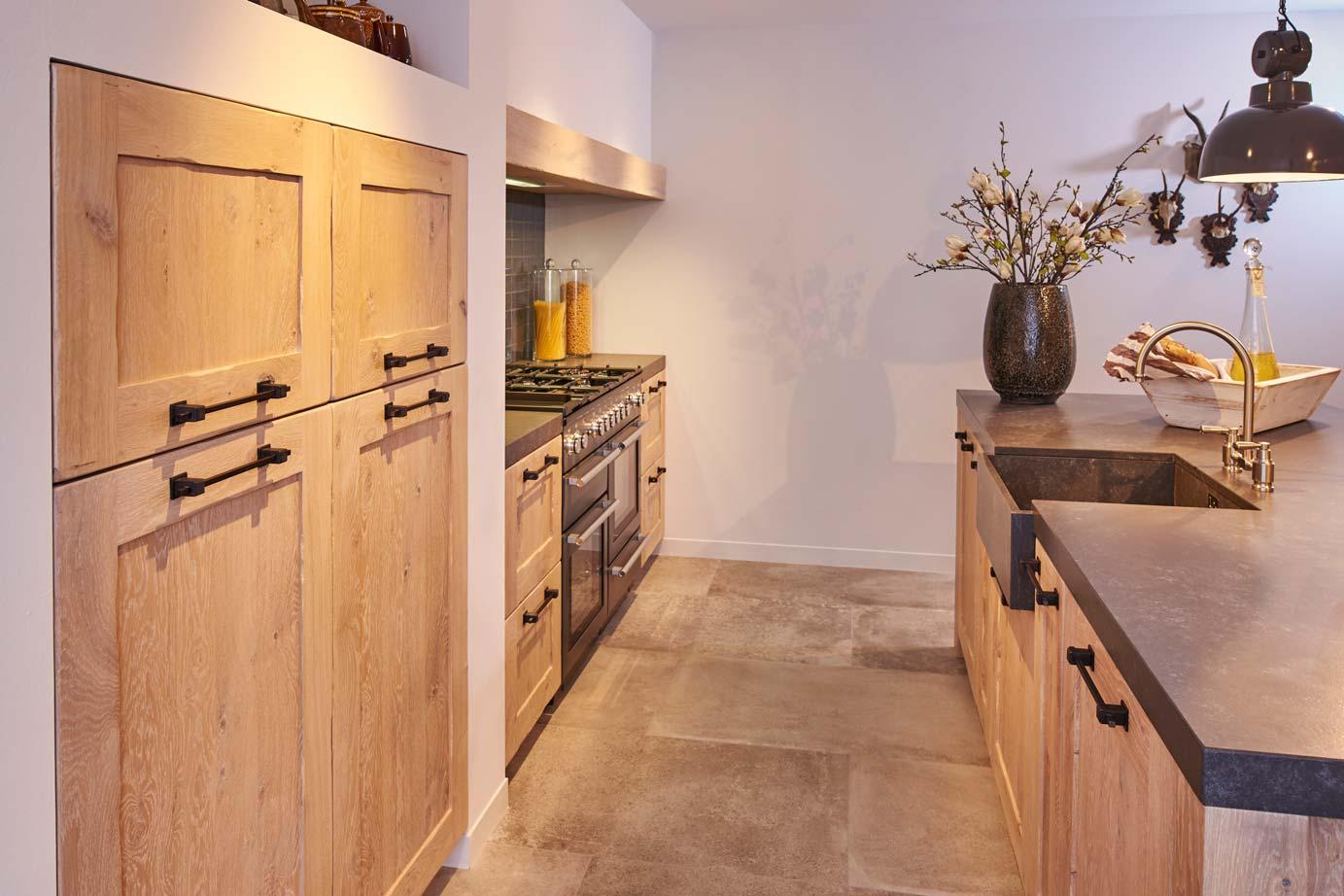 Van Hout Keukens : Houten keukens in sfeer altijd ongeëvenaard adee