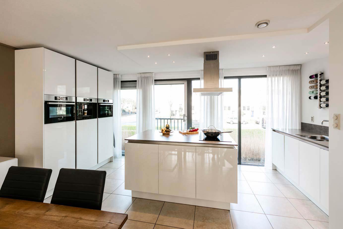 Moderne Keukens Wit : Iedere keukenstijl beschikbaar onder één dak adee