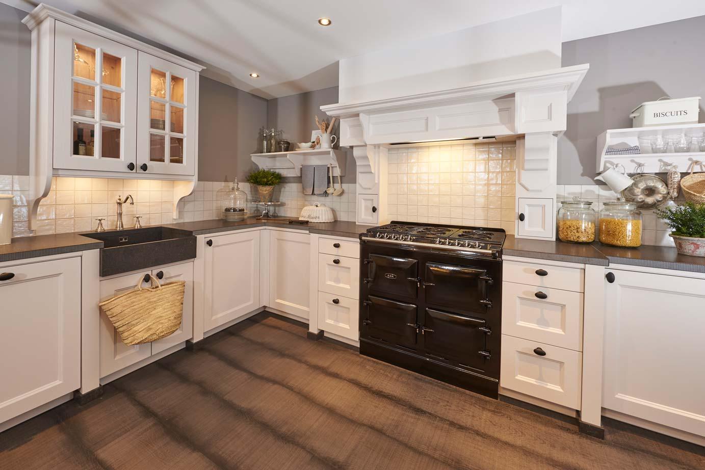 Eenvoudige Schouw Keuken : Eenvoudig tegels keuken creme keuken ideeën
