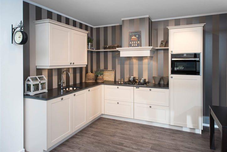 Klassieke keukens de warmte en rust van vroeger adee - De klassieke keuken ...