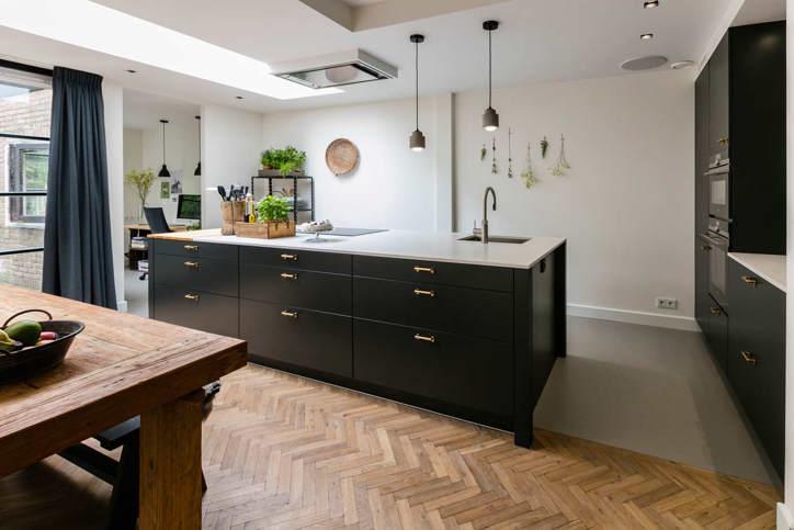 Strakke Zwarte Keuken : Zwarte keukens in elke stijl budget en opstelling adee